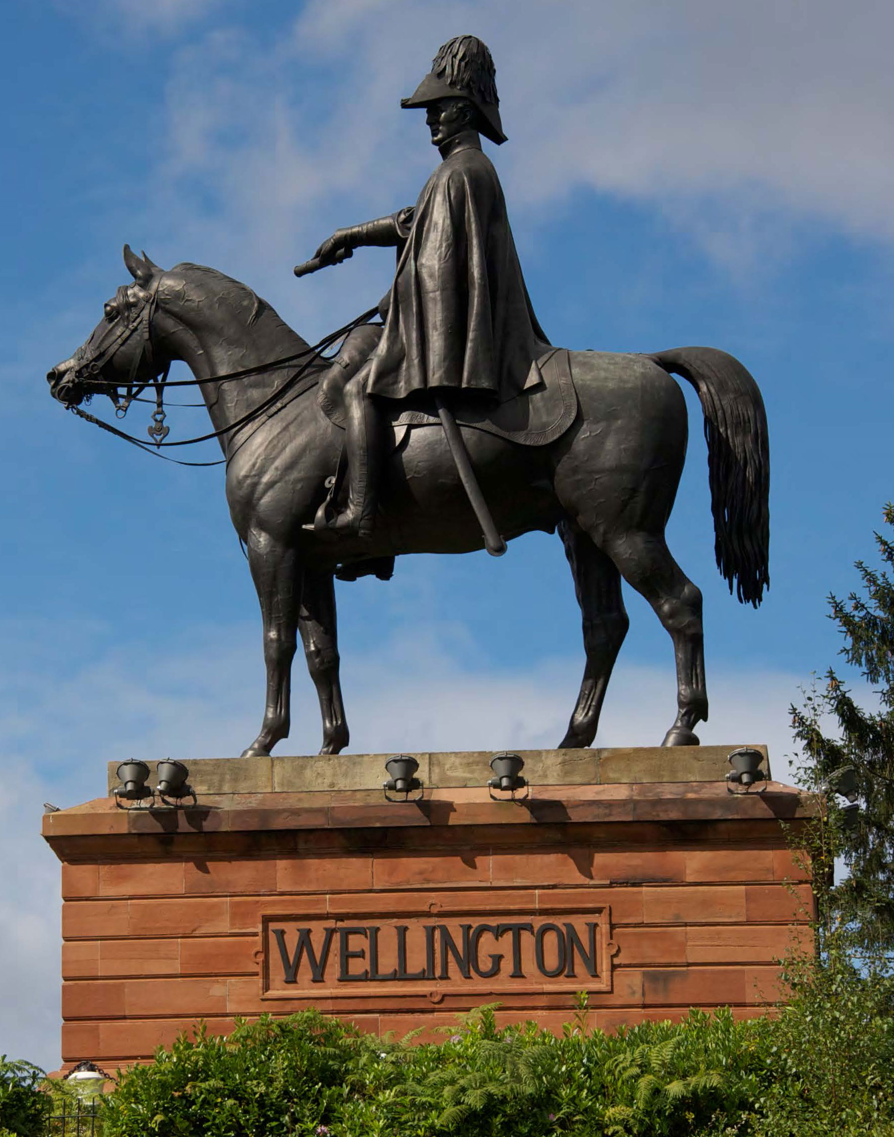 Wellington Statue © Wellesley Woodlands